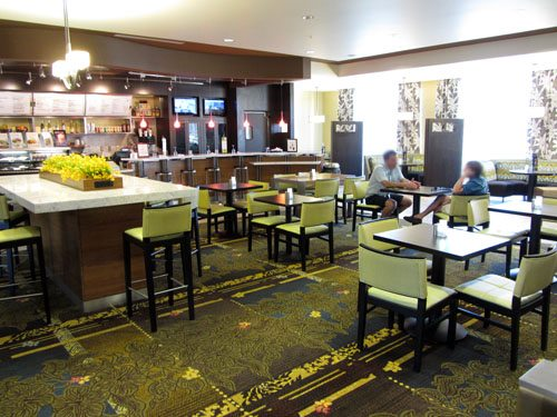 Restaurant at Maui airport hotel Courtyard by Marriott