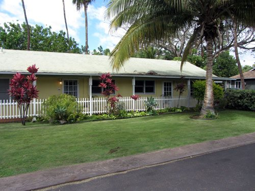 Lahaina Beachside Cottage building